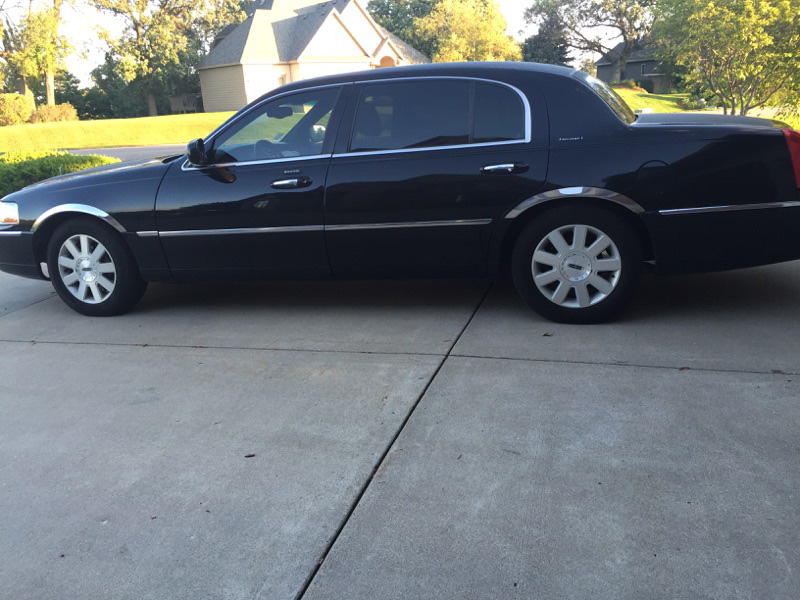 Lincoln Town car exterior transportation mn